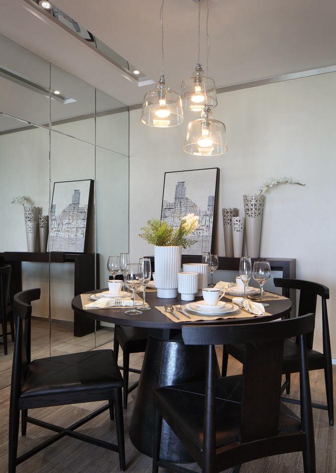 时尚现代餐厅玻璃背景墙设计