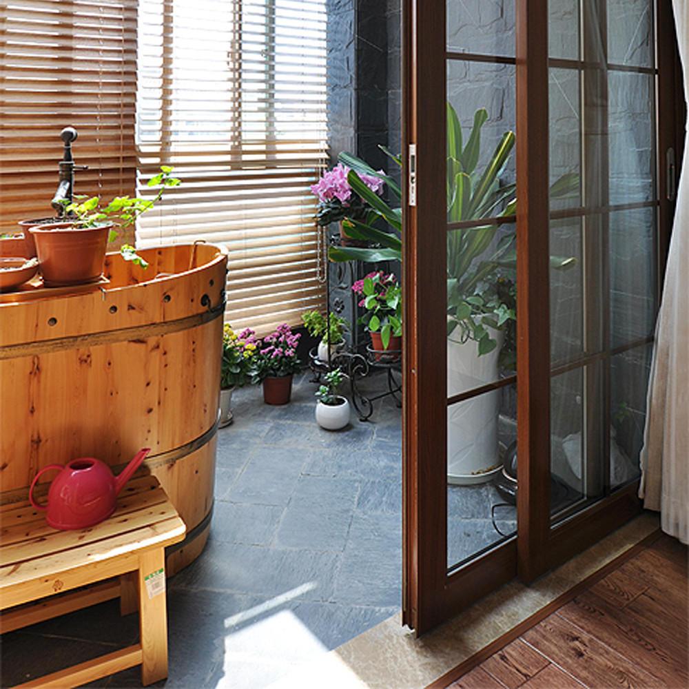 新中式封闭式阳台浴室设计