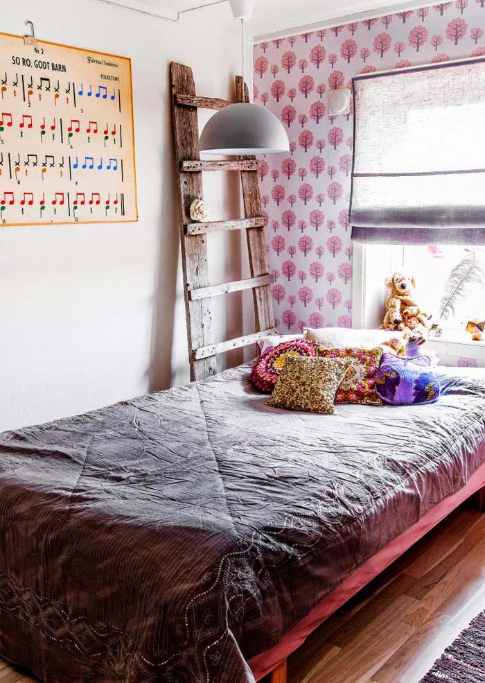 简洁质朴文艺北欧儿童房实木梯子装饰图