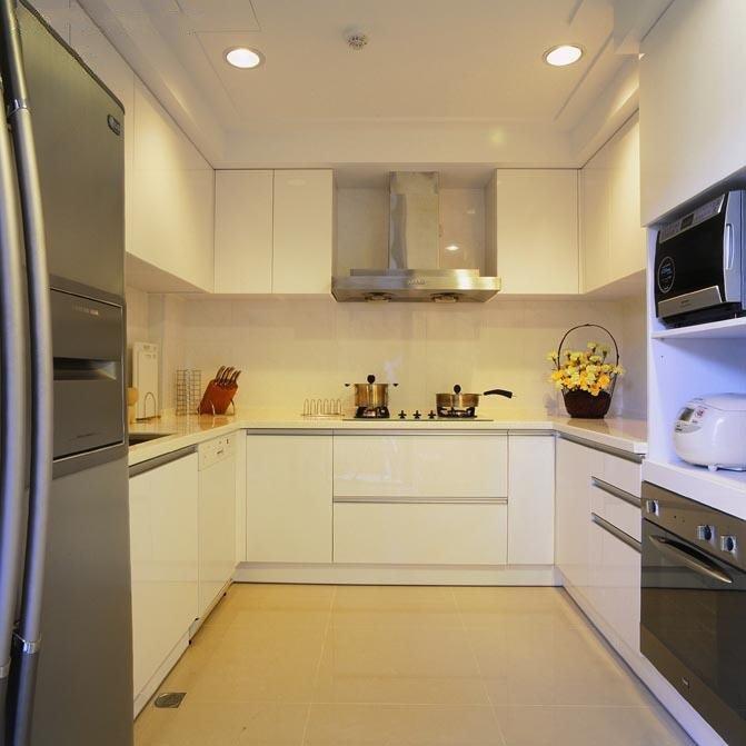 简欧风厨房 U型白色橱柜设计