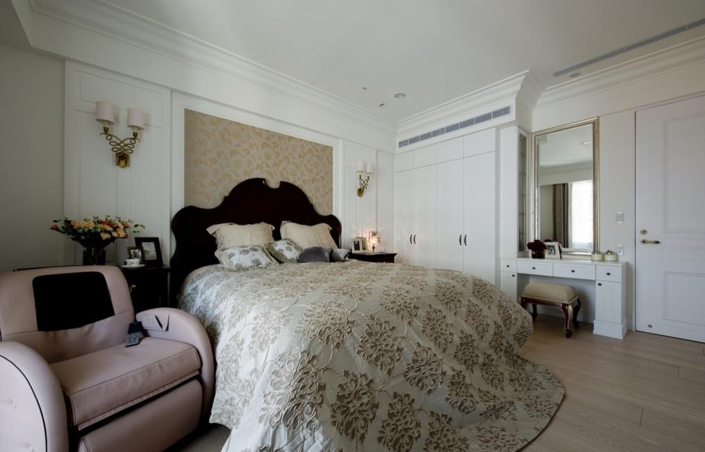 温馨美式新古典卧室效果图