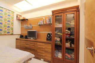 古朴后现代风格卧室衣柜装饰图