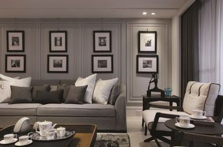 后现代风格客厅相片墙设计