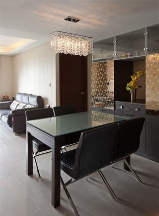 摩登现代风餐厅 黑色桌椅设计