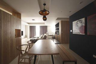 现代简约实木餐厅装饰案例图