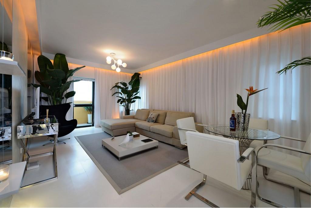 家居客厅白色简约装修图