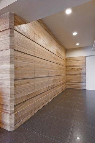 实木宜家风 过道背景墙设计