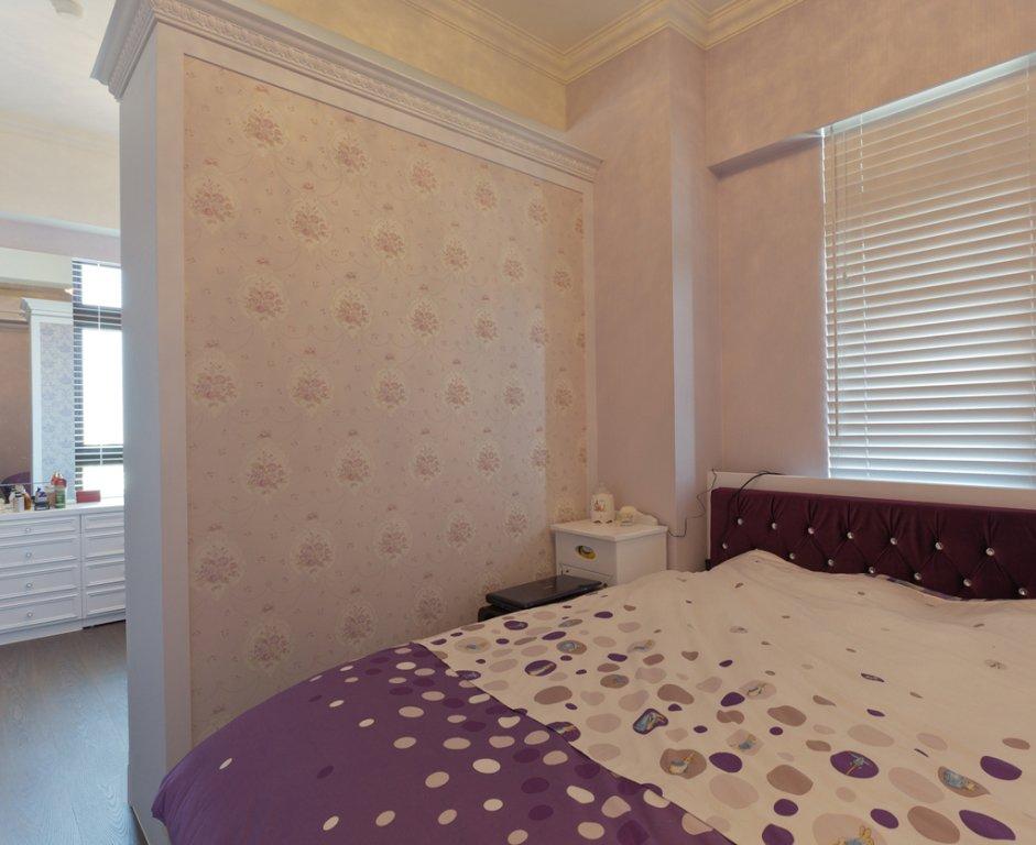 最新简约装修卧室隔断墙设计
