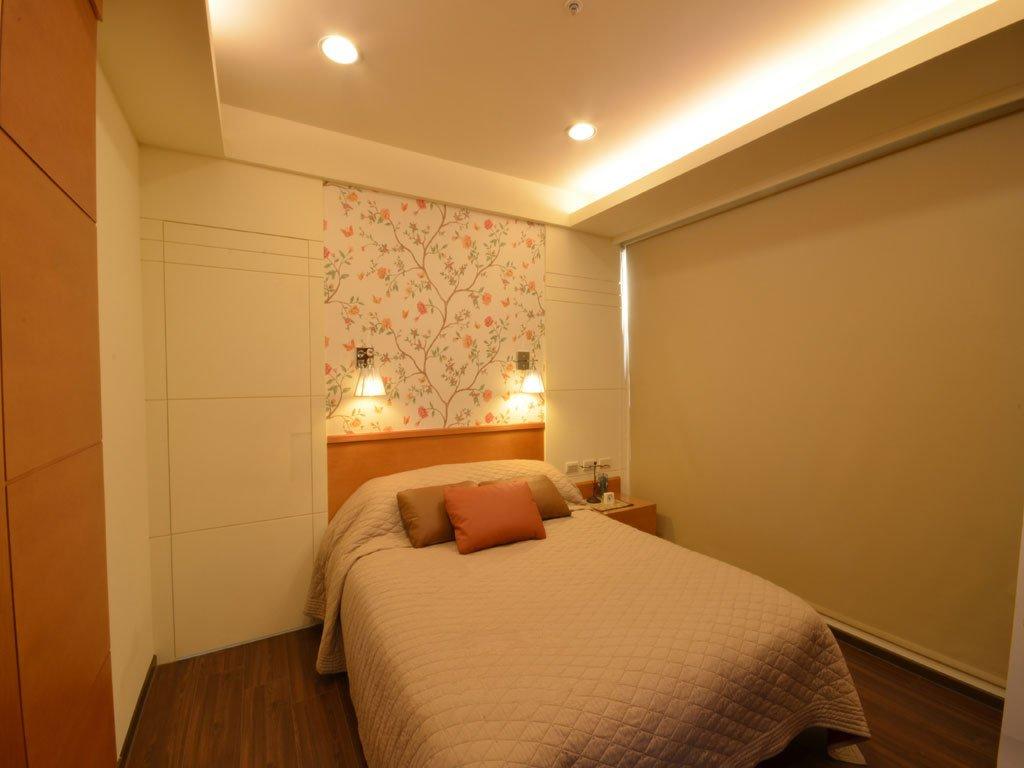 优雅现代两居侧卧装饰图