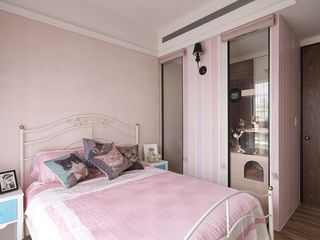 粉色温馨现代儿童房装饰图