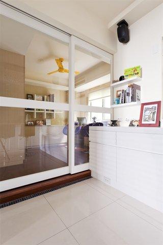 现代简约玻璃推拉门隔断设计