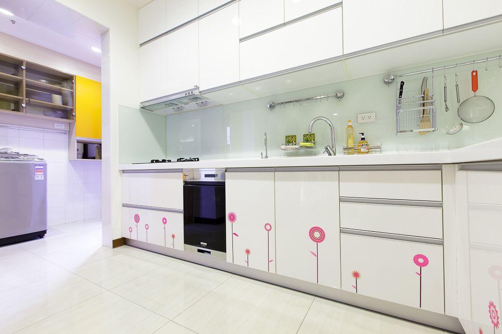 可爱简欧厨房 白色橱柜效果图