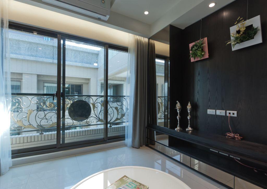 时尚简约客厅玻璃推拉门设计