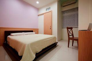 浪漫现代卧室浅紫色背景墙装饰效果图