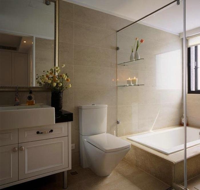 美式家装卫生间玻璃隔断装修图