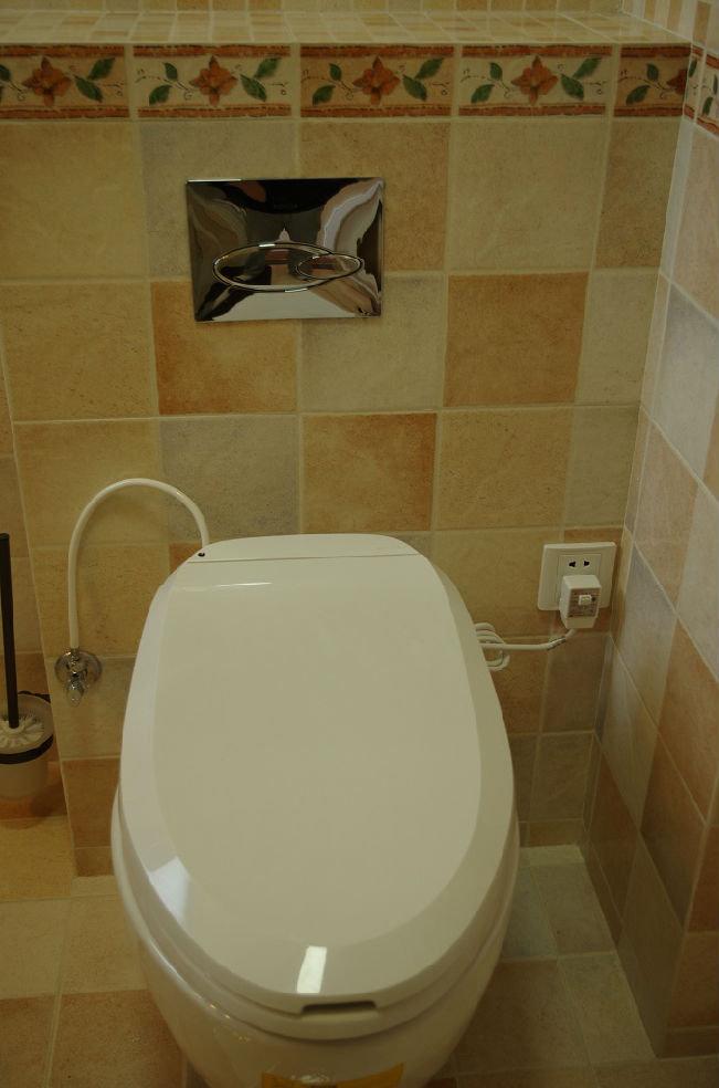 美式家居卫生间智能马桶安装效果图