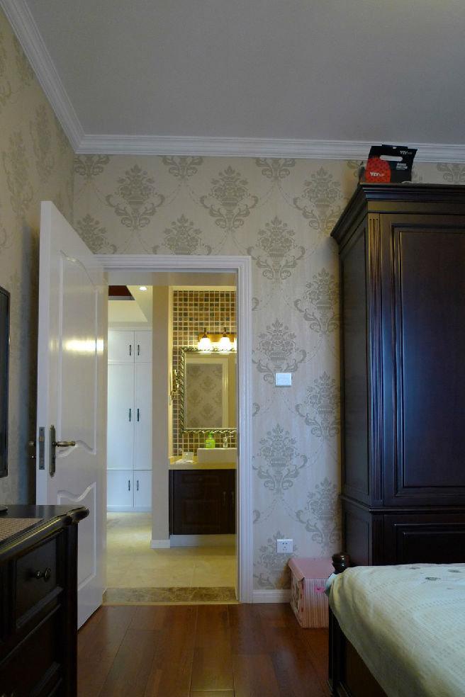 美式卧室白色门装饰效果图
