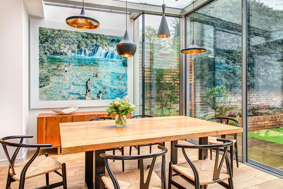 现代餐厅玻璃装饰效果图