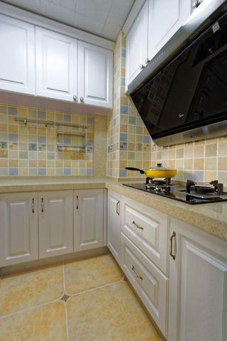 米黄色美式田园风格厨房橱柜设计
