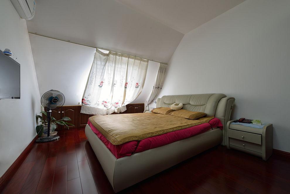 时尚现代卧室红木地板装饰