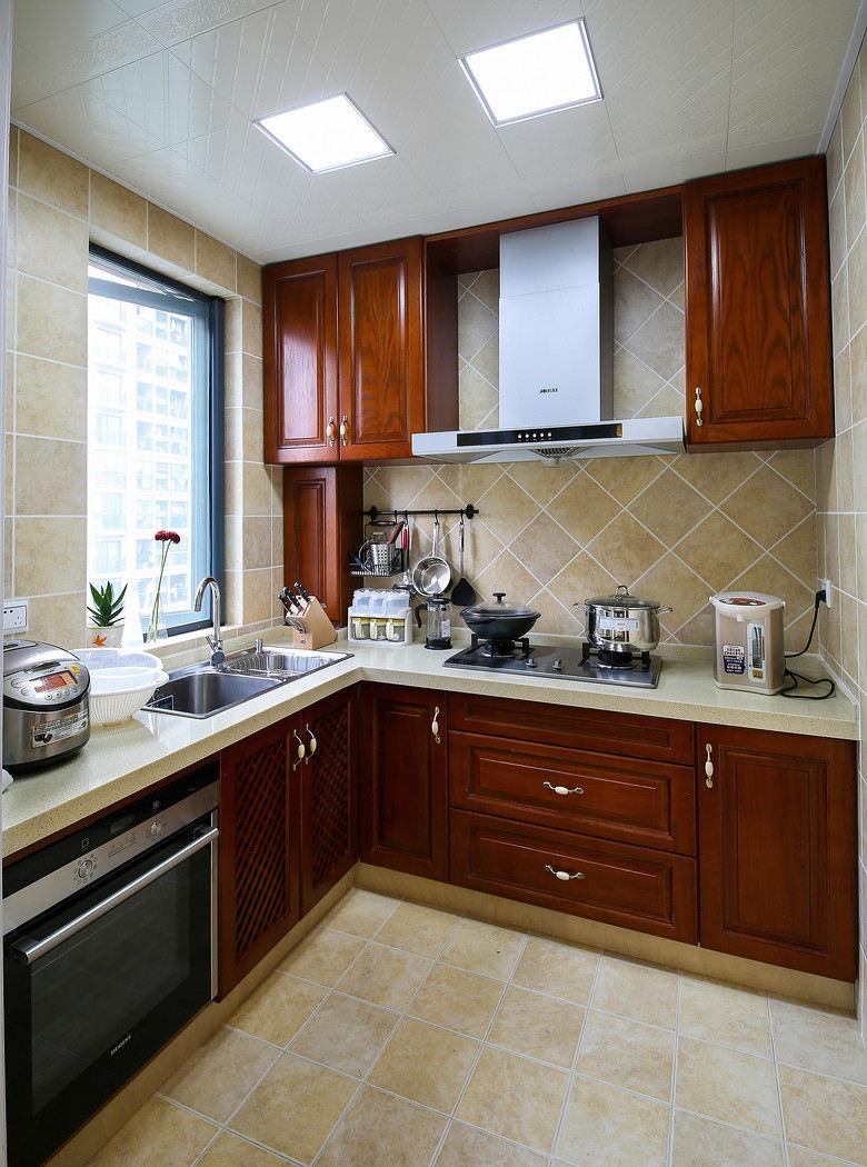 復古美式廚房實木櫥柜裝修效果圖