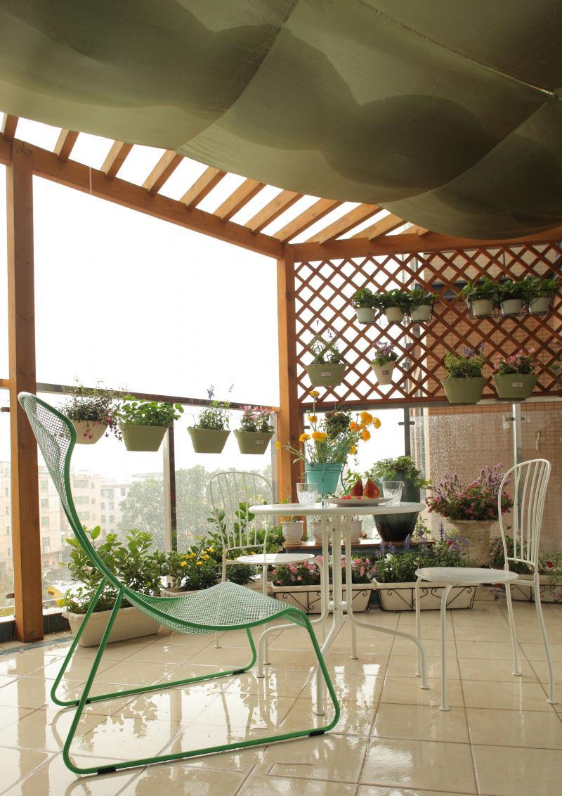 地中海风格家庭阳台小花园装饰欣赏图