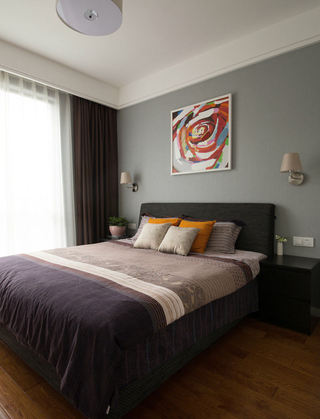 现代简约装修卧室窗帘搭配图