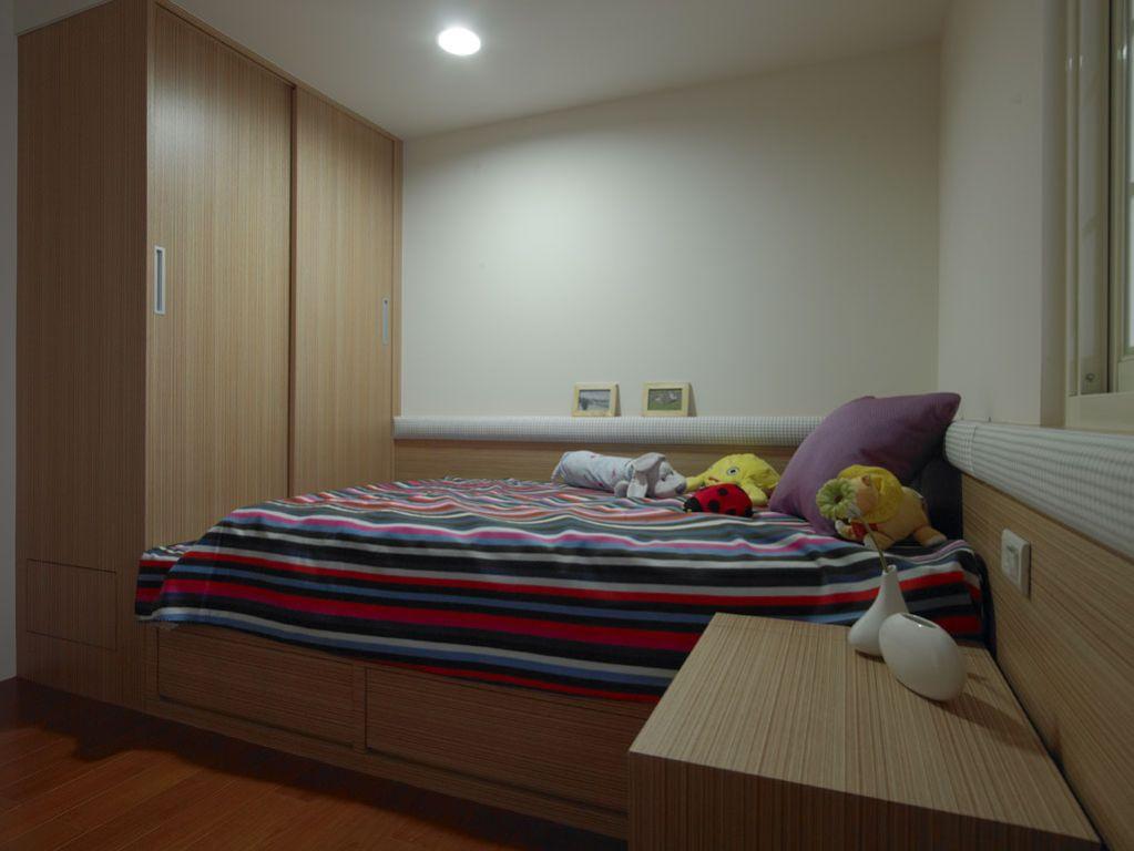 原木现代简约儿童房设计