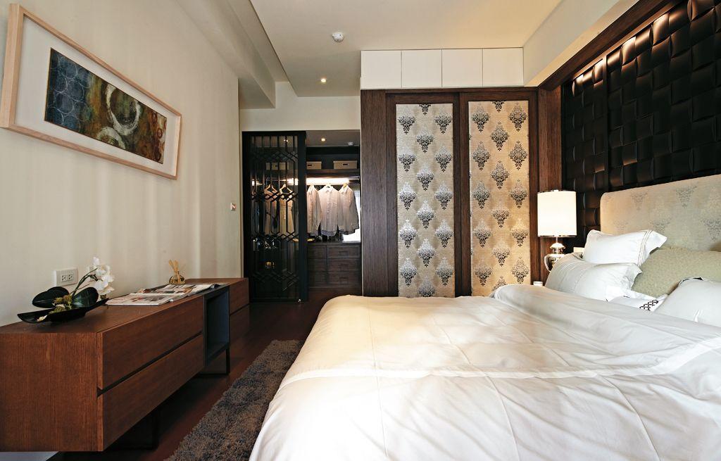 温馨简中式卧室衣柜设计