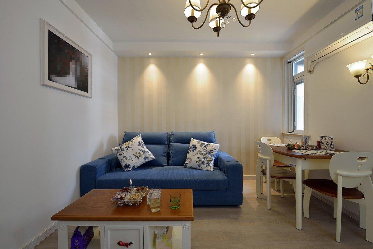 小户型客厅地中海风格蓝色双人沙发装饰图