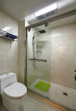 现代简欧卫生间干湿分离设计