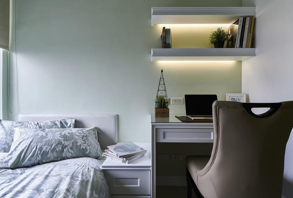清新美式设计卧室书桌书架装饰图