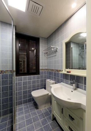 蓝白清凉田园卫生间窗户设计