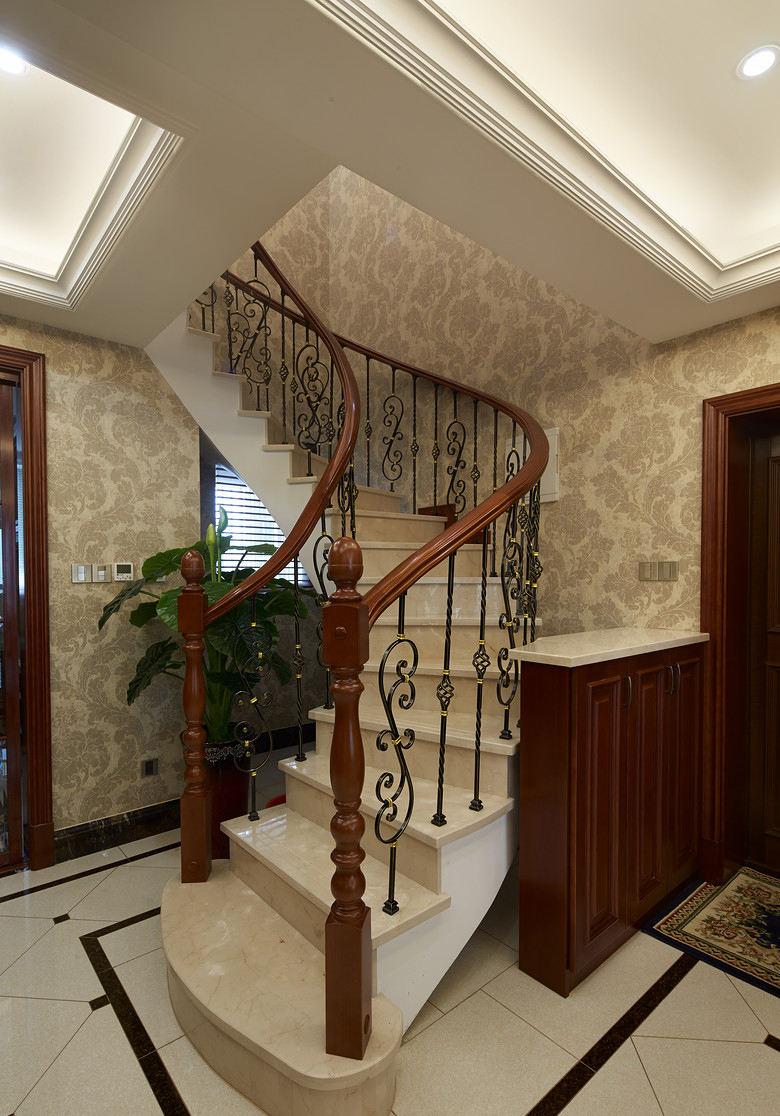精美复古欧式别墅旋转楼梯效果图