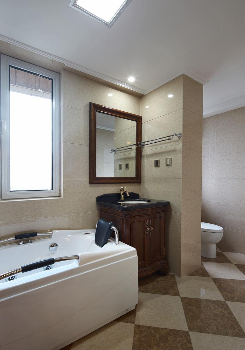 复古简约欧式卫生间浴缸装饰设计