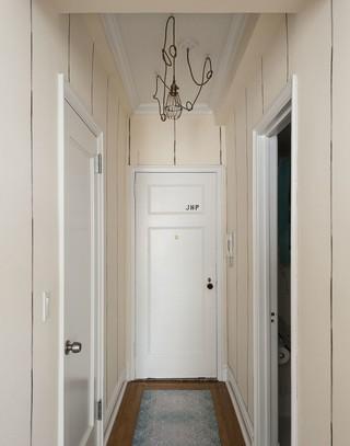 米白色简洁现代小户型入户玄关吊灯装饰图