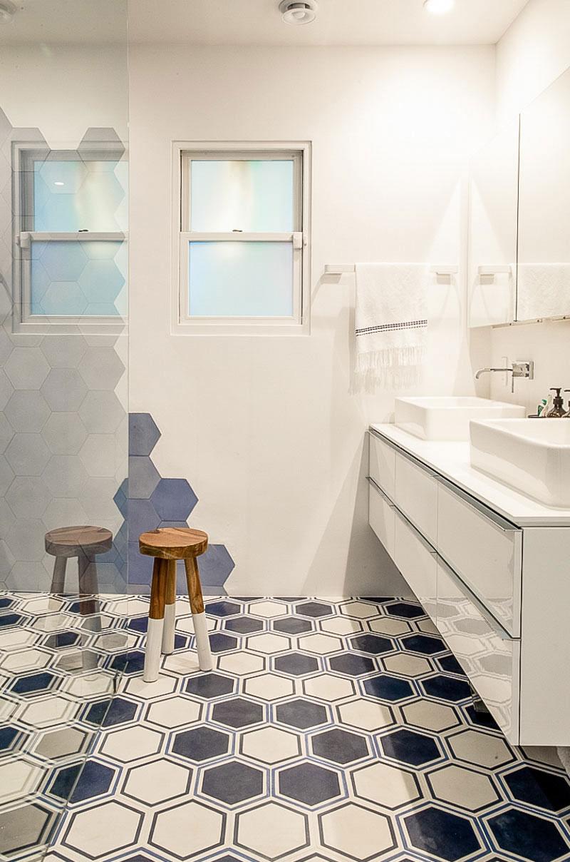 时尚现代卫生间浴室柜装饰图