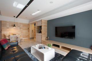 最新现代客厅蓝色背景墙装饰图