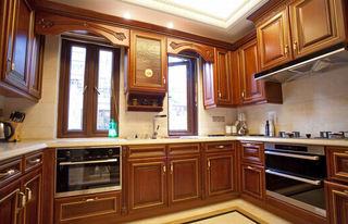 欧式古典风格厨房橱柜装饰效果图