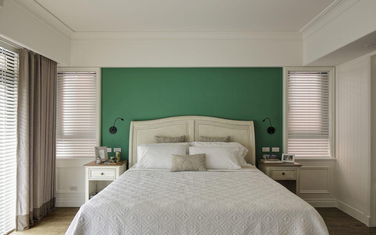 简约美式风格卧室床头绿色背景墙装饰效果图