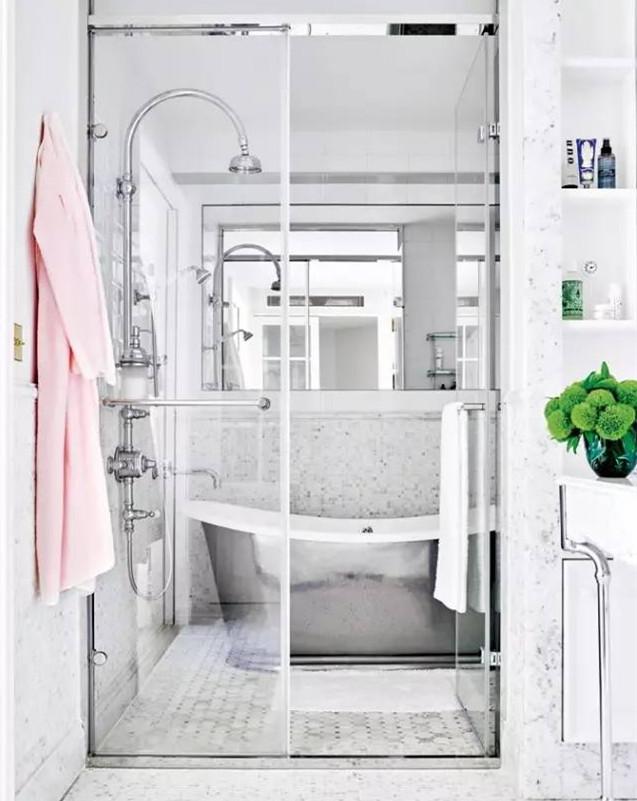 简洁明亮现代浴室效果图