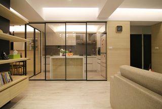 温馨宜家厨房推拉门玻璃隔断设计