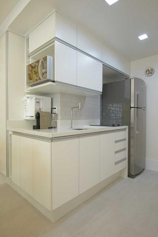 家装简约转角小厨房设计