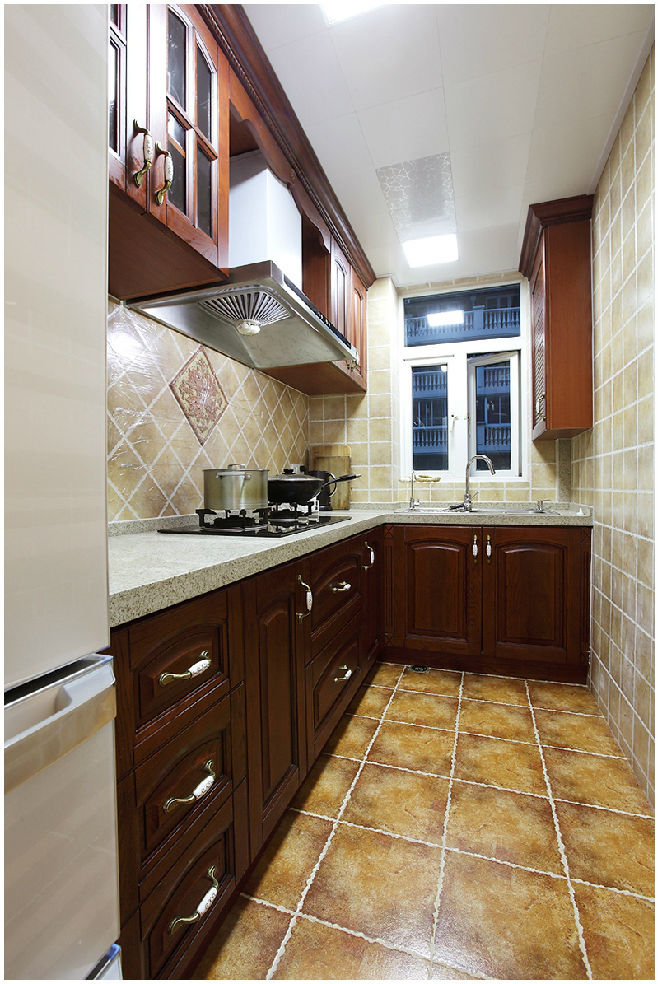 贵气美式风格L型厨房橱柜装饰效果图