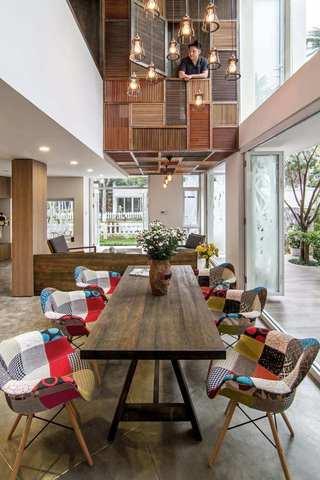 朴素自然现代风别墅隔断设计