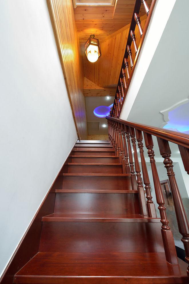 时尚豪华现代红木楼梯效果图