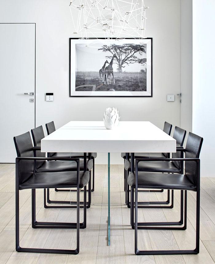 黑白简约现代餐厅装饰图