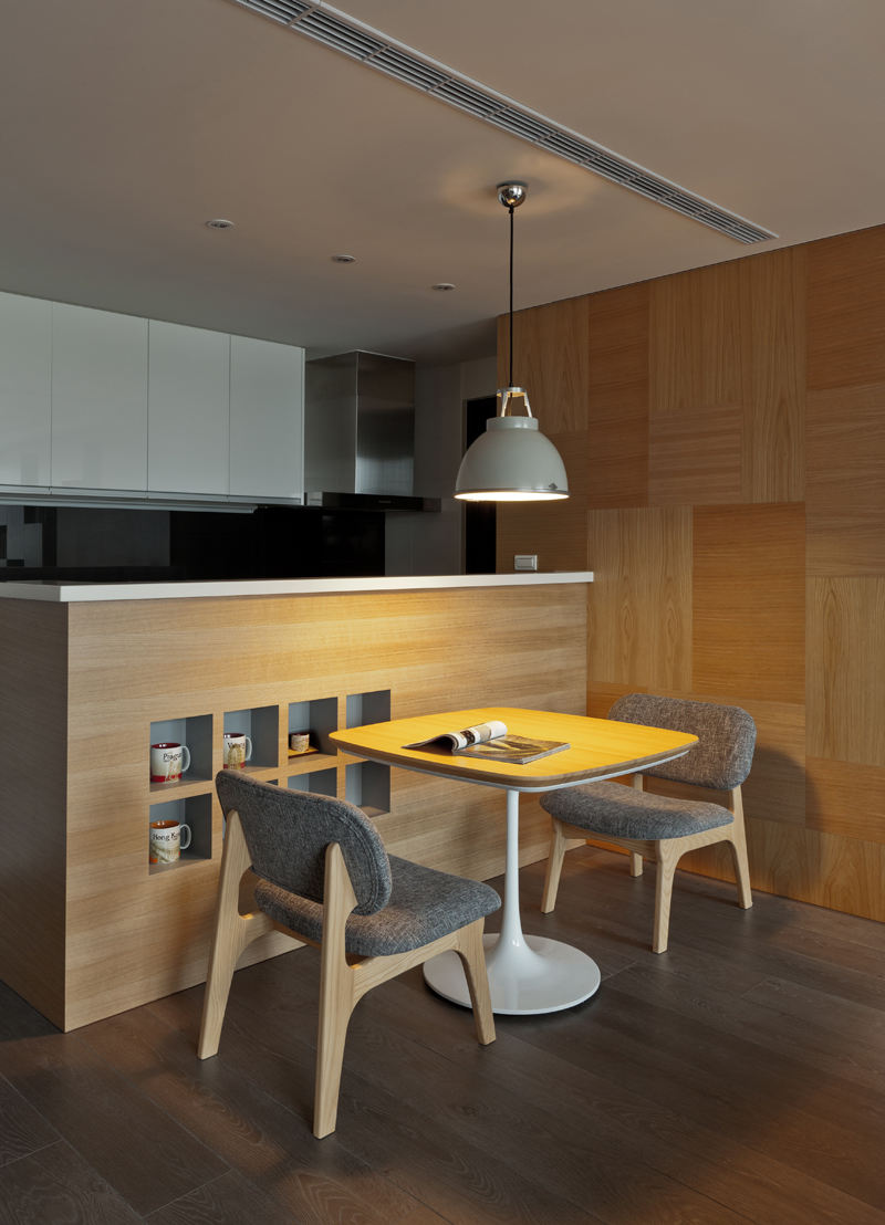 简约现代餐厅原木背景墙设计