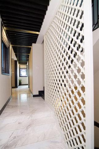 时尚现代过道白色镂空隔断设计