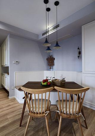 美式简约风餐厅桌椅装饰图